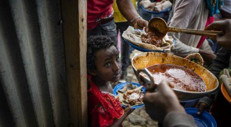 Addis Ababaatti namoonni kuma 102 ta'an guyyaa tokkotti waan nyaatan akka hin arganne ibsame